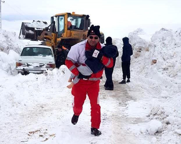 نجات جان خانواده ۶ نفری در مرند از چنگال بی رحم برف و کولاک