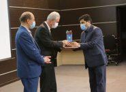 تجلیل از مهندس اکبر فتحی به عنوان دستگاه برتر بیست و چهارمین جشنواره شهید رجایی