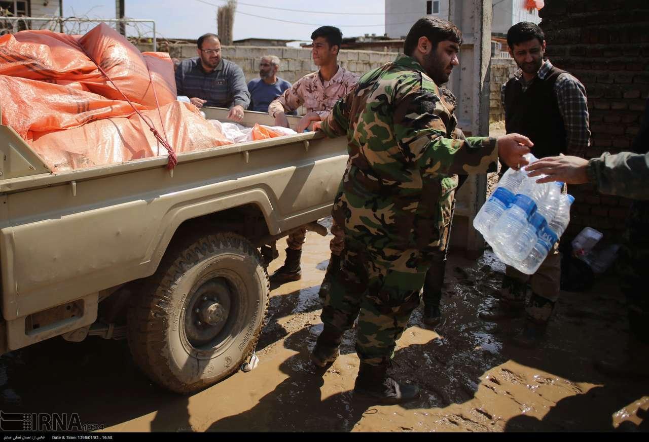 سپاه عاشورا اقلام غذایی و پتو به مناطق سیل زده ارسال کرد